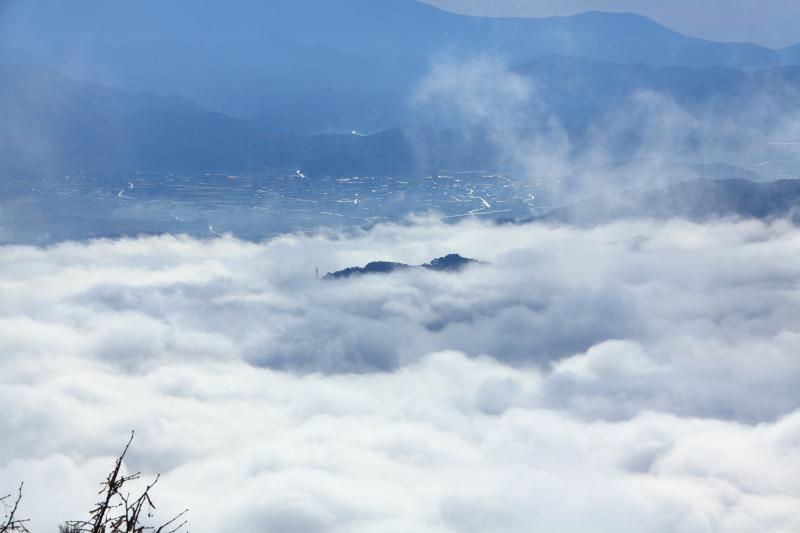 雲沸き立つ、遠野盆地_e0183063_9472678.jpg