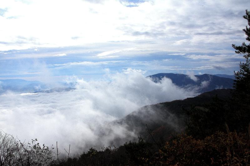 雲沸き立つ、遠野盆地_e0183063_9482230.jpg