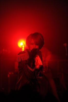 【ライヴレポート】exist†trace、ワンマン会場を華麗な舞踏会に。激しくも妖艶なステージで客席を魅了!_e0197970_127549.jpg