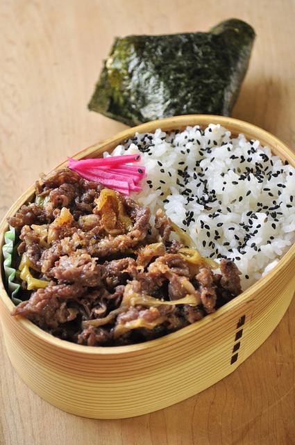 牛しぐれ煮丼弁当_b0171098_1116561.jpg