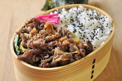 牛しぐれ煮丼弁当_b0171098_1122452.jpg