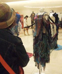 織りと異文化交流見学!_c0183102_0352416.jpg
