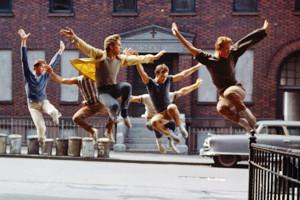 タイムズ・スクエアの中心で、突然、50名のダンサーがウェストサイドストーリーを再現!!!_b0007805_3402343.jpg
