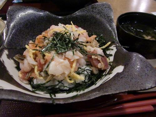 レイクタウンで食べた海鮮丼が安くておいしかったのだ!_d0218895_2215335.jpg