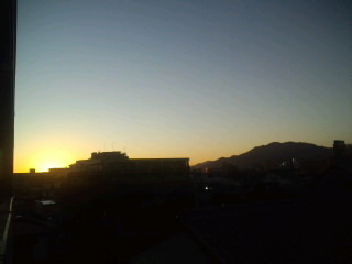 目覚めのいい!福岡の朝焼けです。…今日も勝つバイ!ホークス!!_d0082356_7454547.jpg