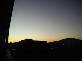 目覚めのいい!福岡の朝焼けです。…今日も勝つバイ!ホークス!!_d0082356_7454550.jpg