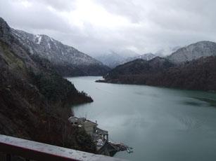 赤倉観光ホテルに行ってきました・・その1「黒部ダム」_e0182479_18581858.jpg