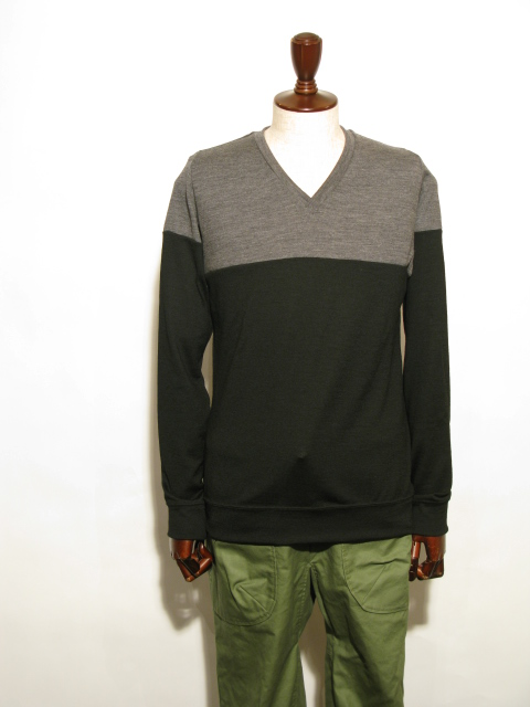 ◆Wool Knit Two Tone V-neck_e0142928_21224538.jpg