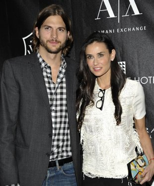Demi Moore to divorce Ashton Kutcher デミムーア、49歳が2度目の離婚!_c0157943_2185226.jpg
