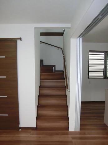 階段ホールにシェードで寒さ対策_e0133255_18554525.jpg