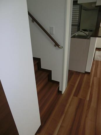 階段ホールにシェードで寒さ対策_e0133255_190893.jpg