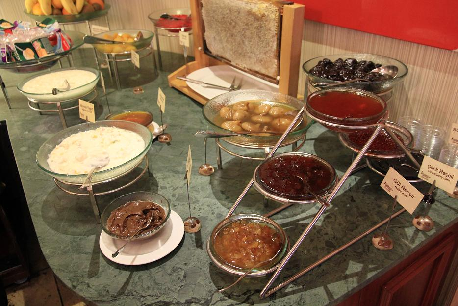 ホテルの朝食アラカルト    イスタンブール その4_a0107574_10313340.jpg