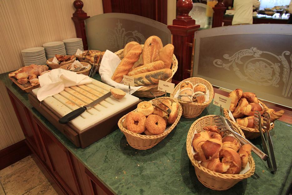 ホテルの朝食アラカルト    イスタンブール その4_a0107574_1031391.jpg
