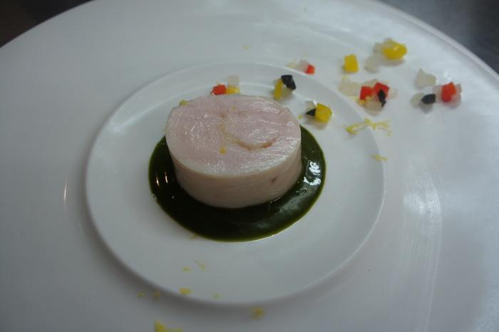 53 鶏胸肉のバロティーヌ、バジルのソースと爽やかな柑橘の香り_d0209183_13185380.jpg