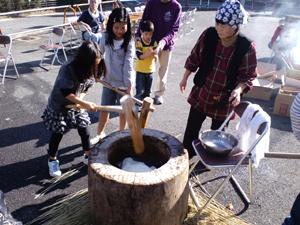町内餅つき大会_a0123191_16303748.jpg