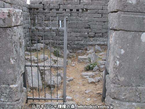 古代オッラオンの建築物Δデルタ_c0010496_10225615.jpg