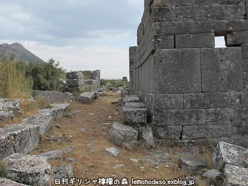 古代オッラオンの建築物Δデルタ_c0010496_1022813.jpg