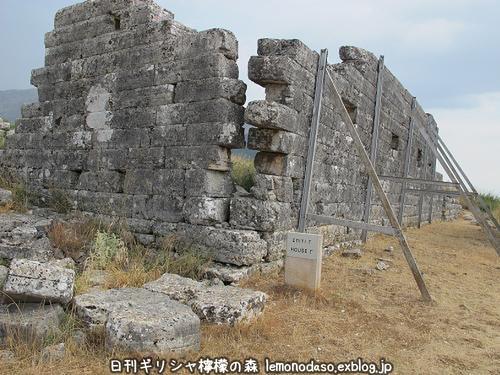 古代オッラオン人の家Γ(ガンマ)_c0010496_18453693.jpg