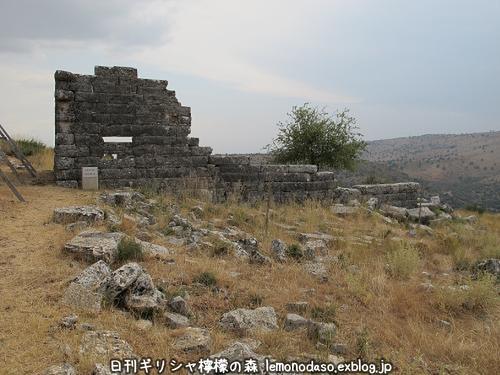 古代オッラオン人の家Β(ベータ)_c0010496_19495332.jpg