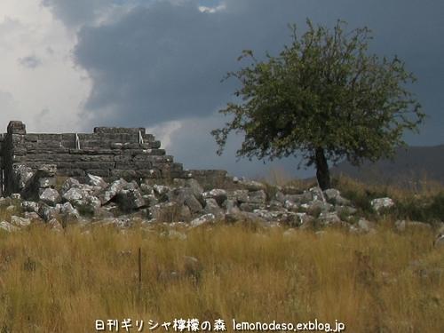 古代オッラオン人の家Β(ベータ)_c0010496_2102867.jpg