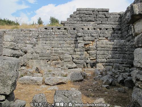 古代オッラオン人の家Α(アルファ)_c0010496_22365924.jpg