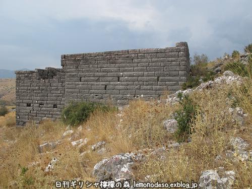 古代オッラオン人の家Α(アルファ)_c0010496_22422845.jpg