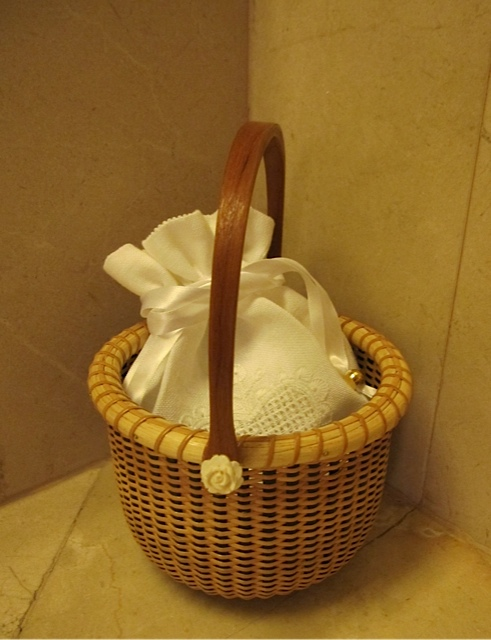 White Sachet in Nantucket Basket_f0197215_16314440.jpg