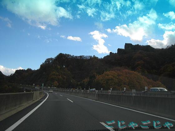 高速道路からの風景_b0189573_17562981.jpg