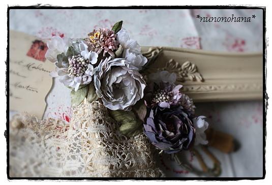 スカビオサと薔薇のコサージュ_a0094675_14495666.jpg
