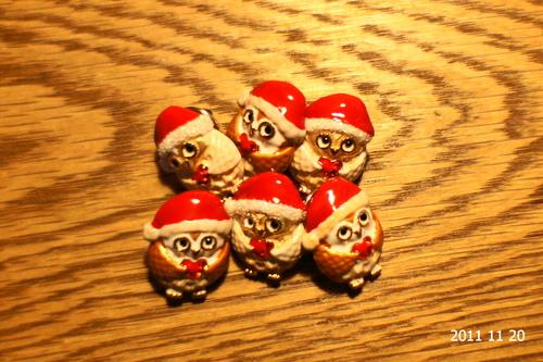 クリスマスチャリティピンバッジ_d0004728_6422041.jpg