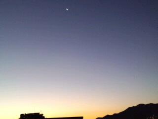 おはようございます!福岡は快晴!!月もキレイ〜これから九年庵に行ってきます。_d0082356_6403920.jpg