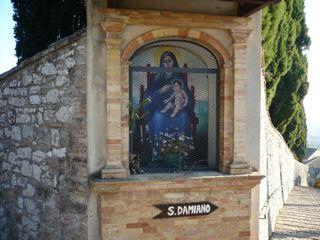 サン・ダミアーノ修道院への道_c0203401_14144394.jpg