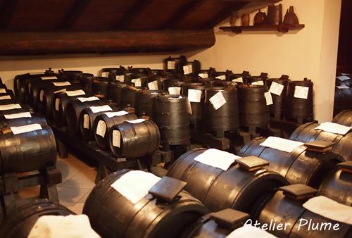 イタリアの旅  モデナのバルサミコ酢生産者を訪ねる_e0154202_1847378.jpg