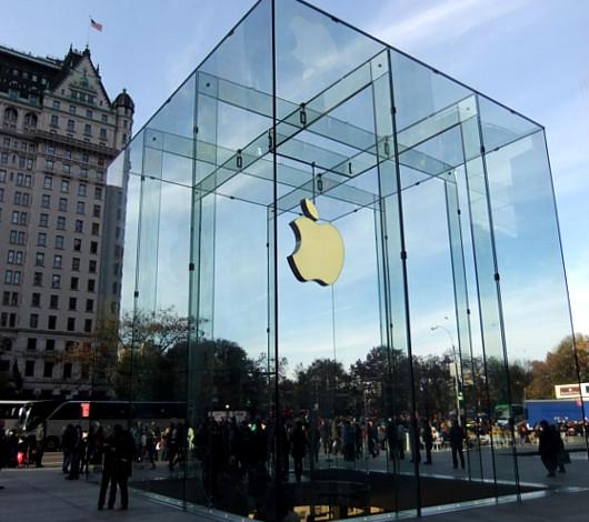 アップルストア、ニューヨーク5番街店に新ガラスキューブ登場_b0007805_2317257.jpg