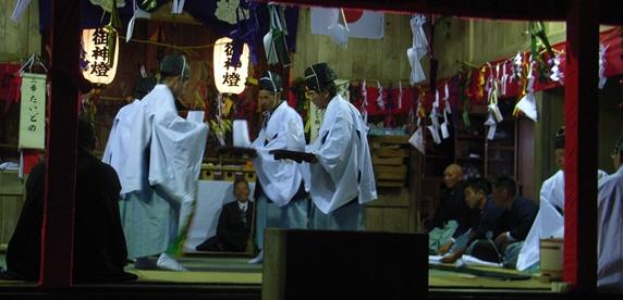 一夜の祭「栂尾神楽」に生きる_a0237545_23575840.jpg