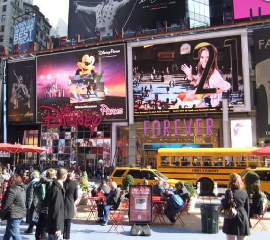 NYのディズニーストアの拡張現実(AR)技術を使ったユニークなキャンペーン_b0007805_14412317.jpg