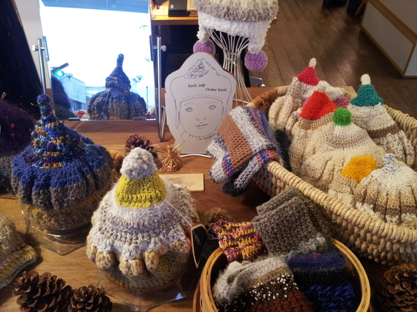 ELD  hand-knit cap exhibition_a0123724_031863.jpg