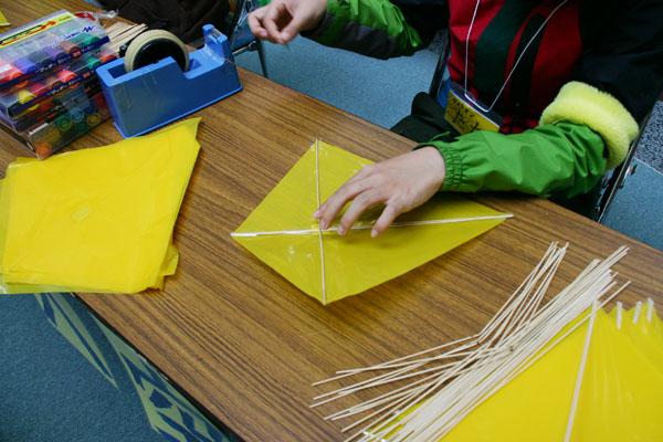 凧を作ること、凧をあげること_a0062127_1652480.jpg