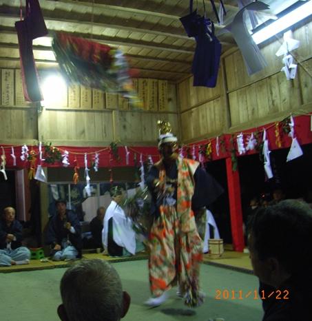 一夜の祭「栂尾神楽」に生きる_a0237545_0121232.jpg