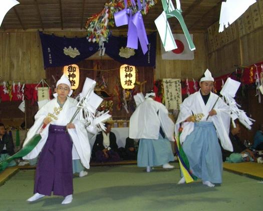 一夜の祭「栂尾神楽」に生きる_a0237545_0144075.jpg