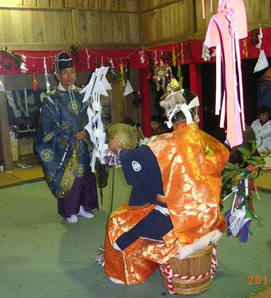 一夜の祭「栂尾神楽」に生きる_a0237545_0152927.jpg