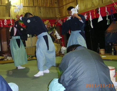 一夜の祭「栂尾神楽」に生きる_a0237545_0165687.jpg