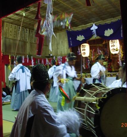 一夜の祭「栂尾神楽」に生きる_a0237545_063299.jpg