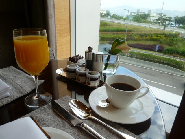 朝ごはん、そしてまたプール(笑_c0100865_2344158.jpg