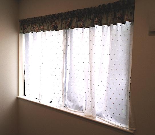 簡単・キレイな子供室のカーテンスタイル。_c0157866_21192555.jpg