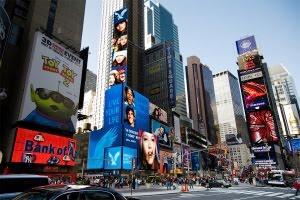 タイムズ・スクエアの超巨大スクリーンでシンデレラ城を再現?!_b0007805_1225929.jpg