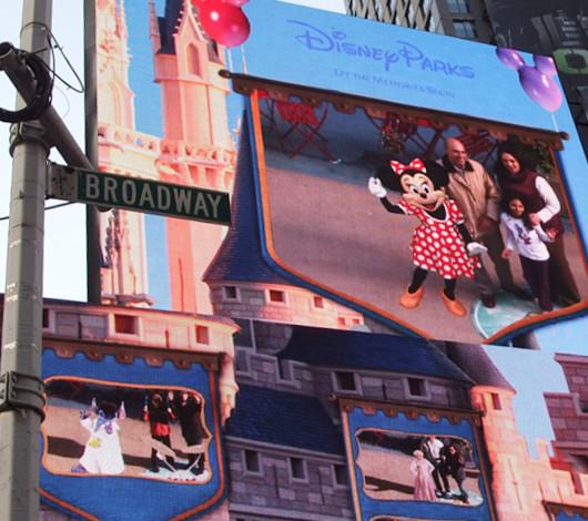 タイムズ・スクエアの超巨大スクリーンでシンデレラ城を再現?!_b0007805_161648.jpg