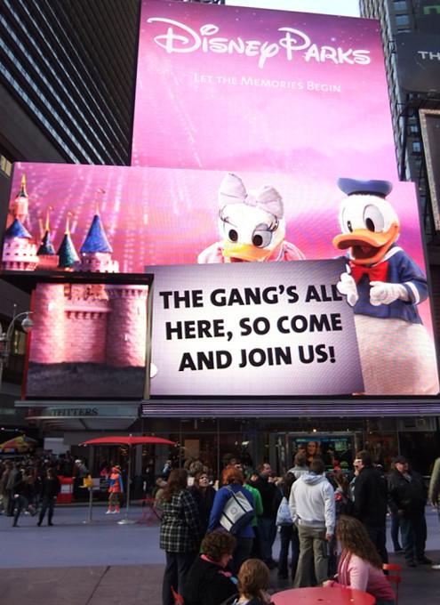 タイムズ・スクエアの超巨大スクリーンでシンデレラ城を再現?!_b0007805_17339.jpg