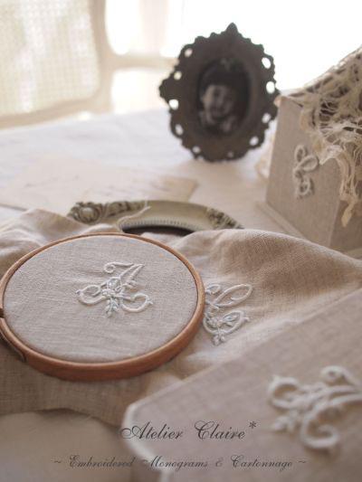 イニシャル刺繍のホワイトサンプル製作中_a0157409_824443.jpg