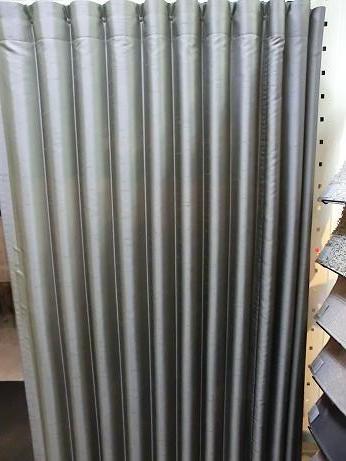 冬の寒さ対策、階段ホールヘはプリーツカーテンを!_e0133255_1813025.jpg